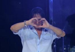 Roberto Carlos faz show exclusivamente para público feminino