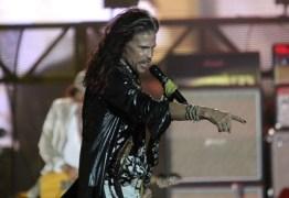 Steve Tyler, do Aerosmith, canta com músico brasileiro na rua do Rio