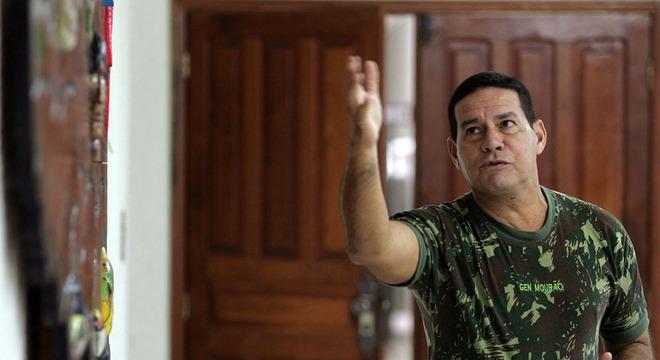 general mourão2 - Após críticas de Haddad, Mourão afirma que vai processar artista que o acusou de ser torturador