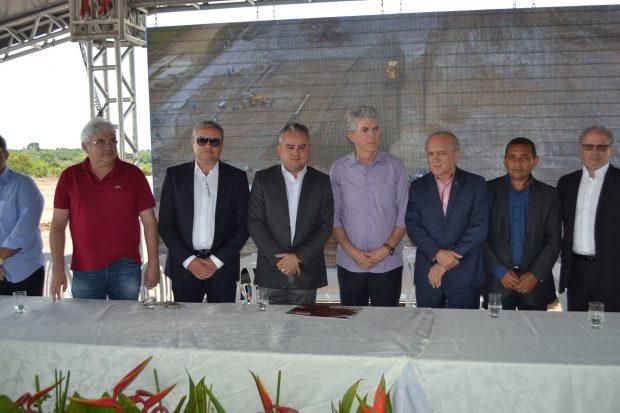 Maranhão participa de Caravana, vai a reunião em carreata e é recebido com fogos
