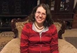Mulher com síndrome raríssima diz ter lembrança de como era ser bebê