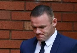 Flagrado dirigindo bêbado, Wayne Rooney tem carteira de habilitação suspensa na Inglaterra