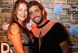 Marido de Luana Piovani, Pedro Scooby usa vestido no Rock in Rio: 'Só roupa'