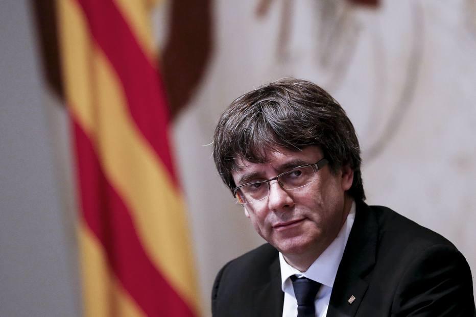 1507647428194 - Catalunha declara independência, mas suspende efeito para negociações
