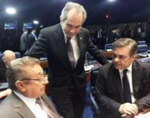 1508282062435 senadores 300x237 - Cássio, Maranhão e Lira votam por retorno de Aécio Neves ao mandato