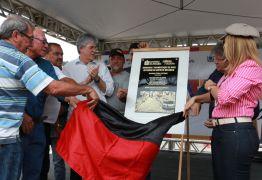Ricardo Coutinho inaugura pavimentação e relembra infância no bairro Jaguaribe