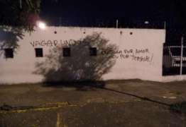 Sede do Corinthians é pichada após derrota