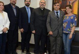 Padre Bruno, da Canção Nova, visita o presidente do TJPB e abençoa sua gestão