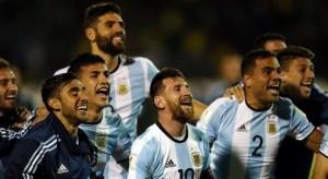 argentina 300x164 - Jogadores da Argentina xingam imprensa em comemoração pela vaga para a Copa