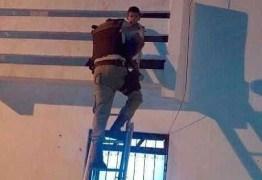 Polícia resgata bebê deixado sozinho em casa