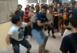 """VEJA O VÍDEO: Confusão entre """"direita"""" e """"esquerda"""" acaba com estudantes feridos na UFPE"""