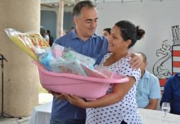 VEJA VÍDEO: Prefeito Luciano Cartaxo entrega 200 enxovais a gestantes nesta segunda-feira
