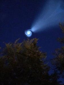 espiral luz 225x300 - VEJA O VÍDEO: Misterioso sinal luminoso no céu da Rússia intriga internautas