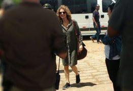 Patrícia Pilar é flagrada em filmagens na PB para série da Globo