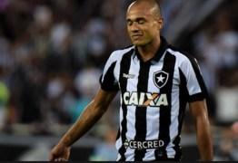 Atacante Roger do Botafogo tem tumor renal detectado