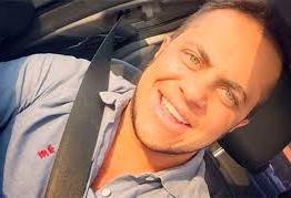 Thammy Miranda posta foto em estúdios Globo: 'O bom filho à casa torna'