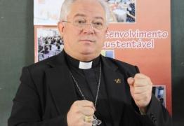 Bispo afirma em missa que novelas da Globo são 'demônios dentro das casas'