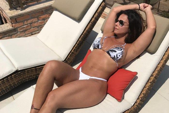 viviane araujo - Viviane Araujo posta foto de biquíni e mostra suas curvas