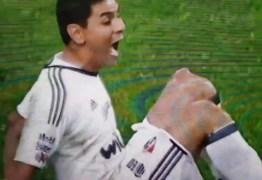 VEJA VÍDEO: Goleiro desloca joelho em cena chocante e desespera jogadores