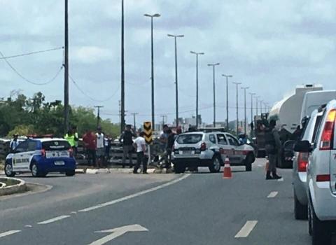201711030158550000002876 - VEJA VÍDEO: Guarda municipal sofre acidente e motorista do carro foge do local