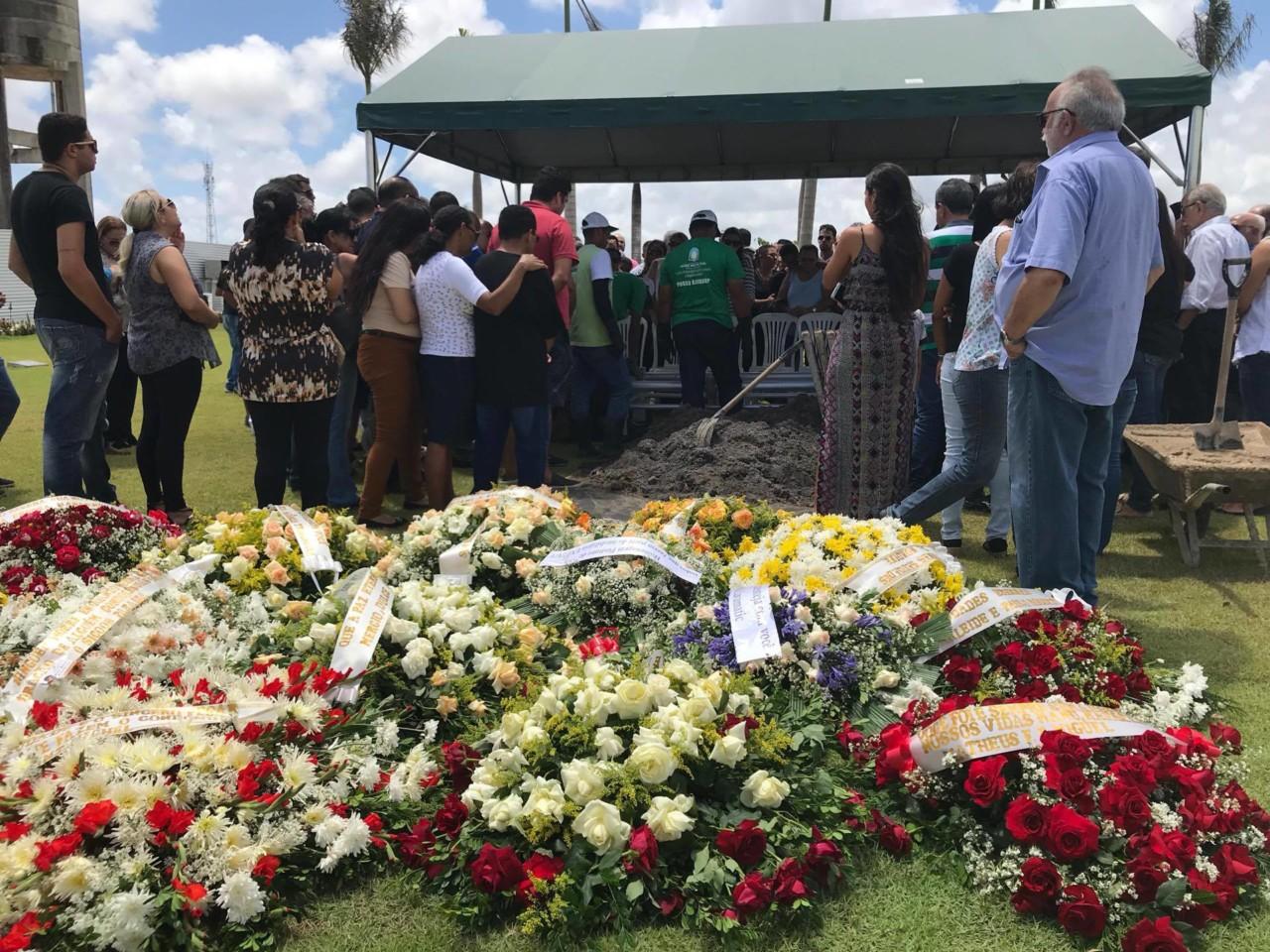 24008280 1637755886280571 606472287 o - VEJA VÍDEOS: Sócio de empresário assassinado diz durante sepultamento que 'gabinetes bacanas de Brasília' deixam população à mercê de bandidos