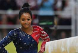 Ginasta tricampeã olímpica revela que foi molestada por médico