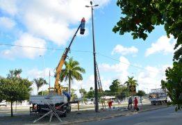Prefeitura inicia instalação da decoração de natal por toda João Pessoa