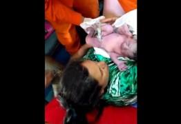 VEJA VÍDEO: Bebê nasce dentro de viatura do Corpo de Bombeiros