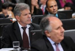 Cristovam Buarque desiste de licença após suplente se envolver em escândalo sexual