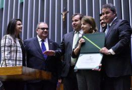 Indicada por Efraim, reitora da UFPB recebe honraria da Câmara Federal