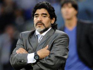 Maradona 300x225 - Maradona se irrita após derrota da Argentina e posta: 'Eu quero voltar!