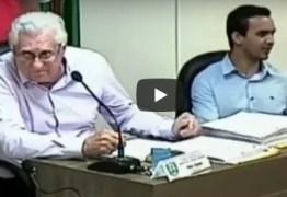 VEJA VÍDEO: Microfone fica aberto e vereador chama professores de 'escória'