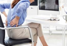 Dores na coluna podem ter causas emocionais, alertam médicos