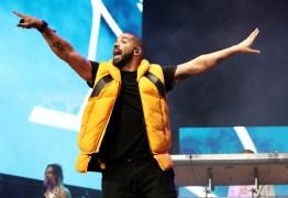 Drake interrompe show para brigar com fã que assediava mulheres