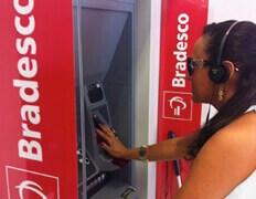 Bradesco oferece atendimento especial para pessoas com deficiência