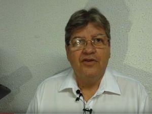 joao azevedo 556x417 300x225 - Durante visita a obras do governo do estado João Azevedo comemora dia do engenheiro - Veja Vídeo