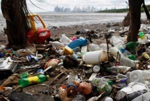 lixo oceano 300x202 - Comissão aprova projeto de Veneziano que penaliza quem lançar lixo plástico nos oceanos