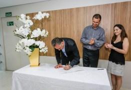Luciano Cartaxo assina termo de cooperação com Memorial São Francisco para transplante renal