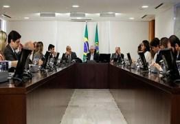Ausência de líderes na reunião com Temer expõe insatisfação na base