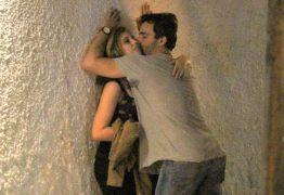 Ator é visto em cenas quentes com loira misteriosa no Rio
