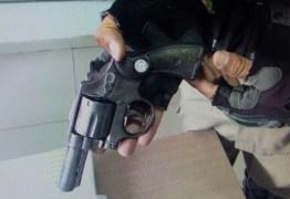 Motorista de Uber é preso com arma de fogo em João Pessoa