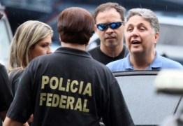 Após deixar prisão, Garotinho é recebido com festa por familiares: 'Abraço coletivo'