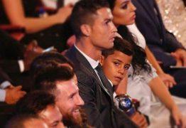 """Filho de Cristiano Ronaldo homenageia Messi ao estrear no Instagram: """"Meu ídolo"""""""
