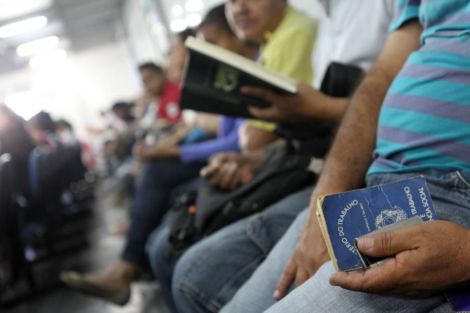 emprego desemprego carteira de trabalho - IBGE divulgará dados detalhados sobre desemprego no Brasil
