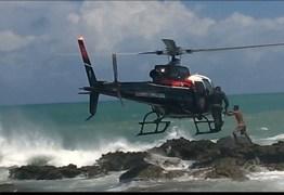 Helicóptero Acauã resgata jovens que ficaram ilhados em praia, na Grande JP -VEJA VÍDEO