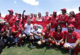 Em jogo de inauguração de campo do MST, Lula é expulso do jogo