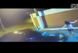 VEJA VÍDEO: Mulher é atropelada pelo companheiro após briga em estacionamento