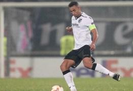 Flamengo mira contratação de zagueiro que atua no futebol europeu