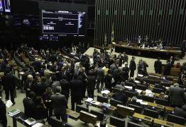 PESQUISA: Quatro em cada dez brasileiros querem anular voto para deputado federal