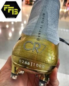 xcristiano ronaldo bola de ouro 6.jpg.pagespeed.ic .R ElfwjSdm 239x300 - Vazam fotos da nova chuteira de Cristiano Ronaldo com menção à Bola de Ouro